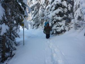 Winter-wandern mit SUP-Board. Großartig und unbeschreiblich cool.