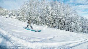 Die richtige Position beim SUP-Snowboarding? Keine Ahnung. Ich hab's mit der klassischen Surf-Position versucht.
