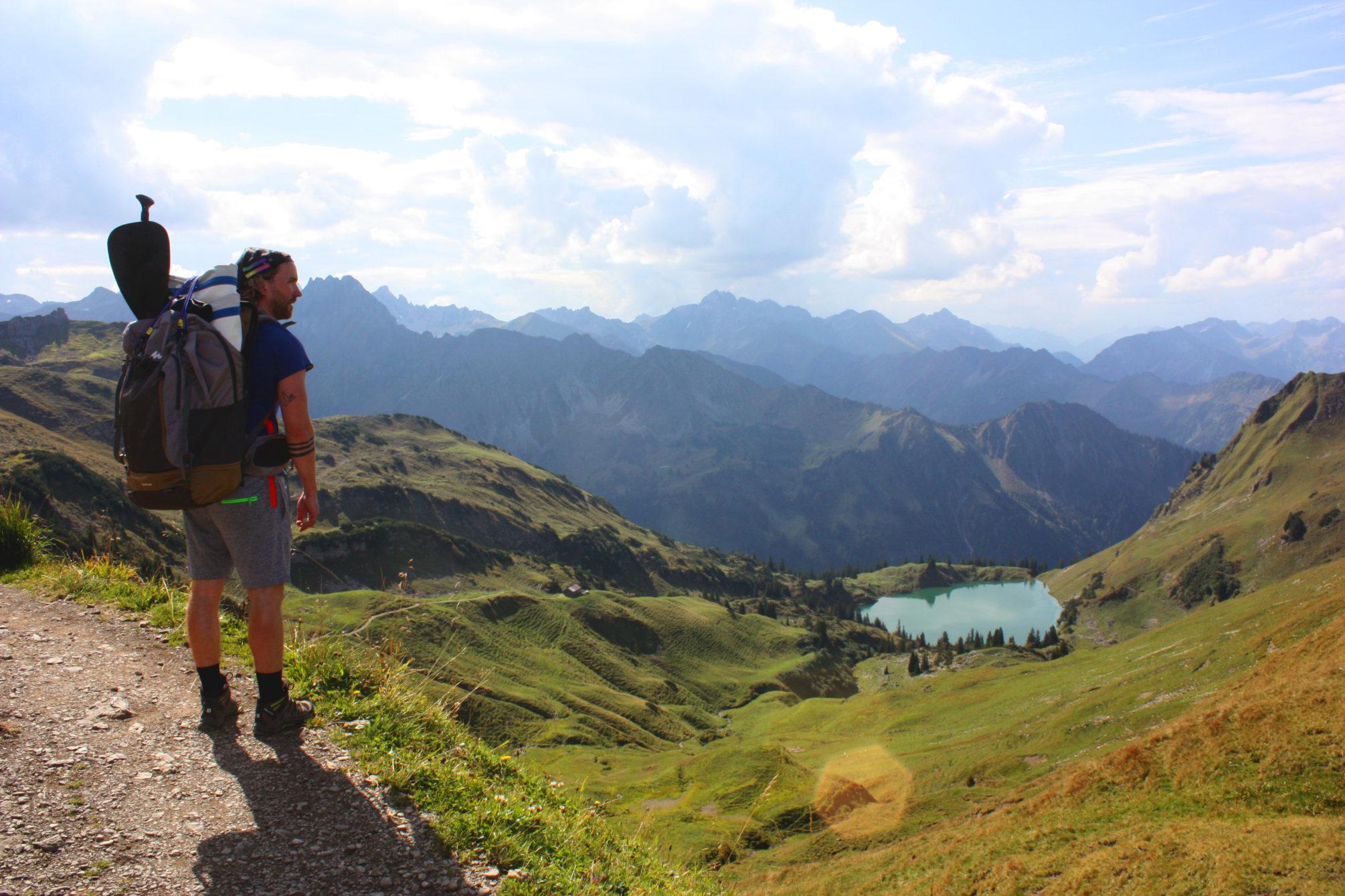 SUP-Spot: Der grün schimmernde Seealpsee ist eines der Natur-Highlights in den Allgäuer Alpen. Eine SUP-Tour lohnt sich auf jeden Fall.
